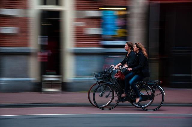 cyclists-690644_640