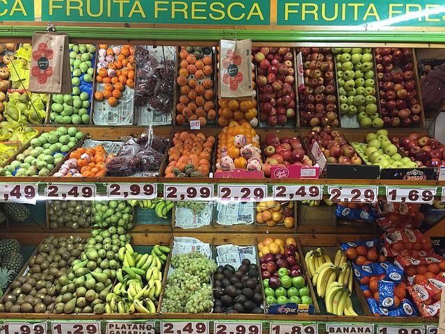 スーパーの果物